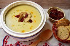 Reteta culinara Supa crema de usturoi din categoria Supe. Cum sa faci Supa crema de usturoi Soups And Stews, Cheeseburger Chowder, Hummus, Ethnic Recipes, Food, Bulgur, Homemade Hummus, Meal, Essen