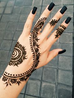 Henna tattoo hand black nails cool awesome beautiful Henna Designs