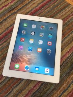 Apple iPad 2 16GB Wi-Fi 9.7in - White (MC979LL/A) Tablet A1395 FREE SHIPPING