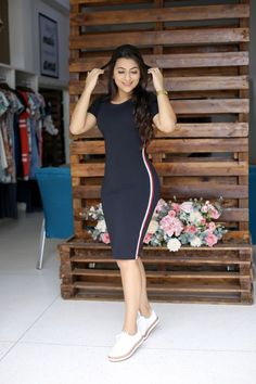 Gorgeous gowns to rock your day - DarlingNaija Stylish Summer Outfits, Cute Casual Outfits, Simple Outfits, Women's Fashion Dresses, Sexy Dresses, Casual Dresses, Fall Floral Dress, Bodycon Dress With Sleeves, Western Dresses