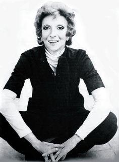 CÉLIA BIAR - otima atriz do teatro - do cinema e da televisão - marcou como Tia Miquita, a irreverente velhota das maçãs do amor na novela MINHA DOCE NAMORADA de l97l