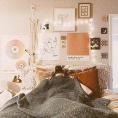 Art. Wall. Lights. Bed. Pinterest / @tashtate4