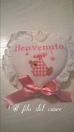Il filo del cuore ....Ricami: è una bimba...... Cross Stitch Baby, Cross Stitch Patterns, Hobbies And Crafts, Handmade Crafts, Cross Stitching, Picsart, Teddy Bear, Baby Shower, Crochet