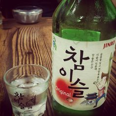 #KoreanFood #Soju is popular drink in Korea. Every region has its own traditional brand. 참이슬(CHam-yi-seul) is one of famous  national brand for Soju. #소주 #참이슬