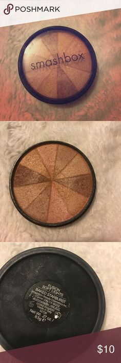 Smashbox fusion soft lights in baked starburst Beautiful highlight in a light champagne bronze color. Effortlessly sparkle Smashbox Makeup Luminizer