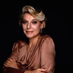 Anne Bancroft - dearly missed - wife of mel Brooks, loved her in The Graduate, 84 Charring Cross road, G. Jane, How to make an American quilt. Anne Bancroft, Terry O Neill, Jacqueline De Ribes, Julie Newmar, Diahann Carroll, Anthony Hopkins, Cinema, Carmen Dell'orefice, Star Wars