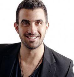 Mehr über Damien Rinaldo auf  www.menschenimsalon.de präsentiert von www.my-hair-and-me.de #men #famous #hairdresser #short #hair #kurze #haare #damian #rinaldo
