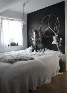 would love to have a whole chalk board wall to doodle on in my room :-)