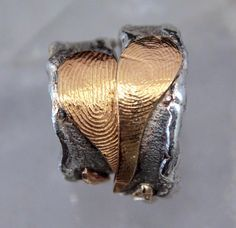 You many think that the higher the carat, the better the jewelry. Not so with for men's gold jewelry. Read more here about which gold to buy for jewelry. Skull Jewelry, Jewelry Rings, Silver Jewelry, Diy Jewelry, Silver Rings, Jewellery, Skull Tatto, Neck Tatto, Ring Finger Tattoos
