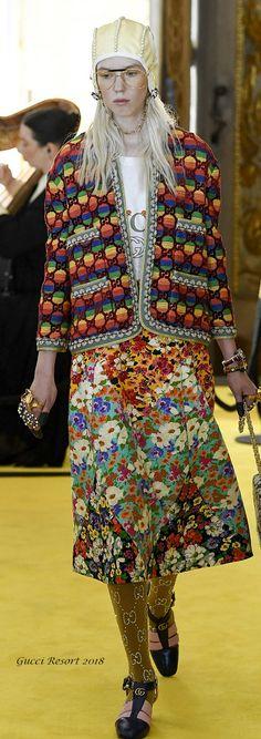 Gucci Resort 2018 Fashion Fail, Gucci Fashion, Fashion 2018, Runway Fashion, High Fashion, Womens Fashion, Fashion Colours, Colorful Fashion, Italian Fashion Designers