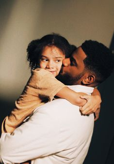 Bryson Tiller's Daughter, Bryson Tiller Quotes, Bryson Tiller Wallpaper, Black Couple Art, Cute Mixed Babies, Father And Baby, Cute Black Guys, Black Fathers, Relationship Goals Pictures