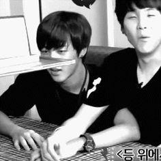 """Yoongi:""""Eğer Jiminnie'nin gözlerine bakarsan,ona aşık olursun"""""""
