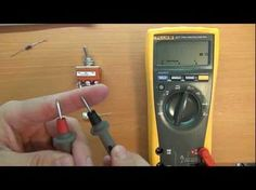This very clear video series patiently walks you through how to use a multimeter Home Electrical Wiring, Electrical Engineering, Ac Wiring, Woodworking Power Tools, Electric House, Home Fix, Home Repairs, Shop Plans, Diy Home Improvement