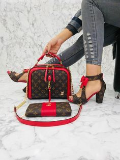 Louis Vuitton Shoes Sneakers, Chanel Sneakers, Gucci Shoes, Sneakers Fashion, Vintage Purses, Vintage Bags, African Braids Hairstyles Pictures, Timberland Heels, Wallets For Women