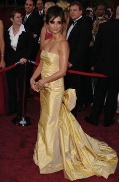 Penelope Cruz, Oscar Dress 2005  By Oscar de la Renta