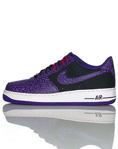 timeless design ce55c 0f94c NIKE Low top men s sneaker Lace closure Signature NIKE swoosh on side of  shoe Padded tongue with logo Cushioned sole Textured material