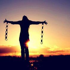 #9 PENSAMENTO DO DIA: LIBERDADE A qualidade de ser independente das (ou não afetado por) circunstâncias O poder da auto-determinação atribuída à vontade. Todos nós procuramos de alguma maneira a Liberdade, pode ser liberdade de expressão, liberdade financeira, liberdade de escolha, liberdade de tempo…  A verdade é que todos nascemos livres, mas devido ás circunstâncias vamos entregando a Liber... Ver mais: http://www.blog.viveavidaquemereces.com/blog/pensamento-do-dia-9-liberdade