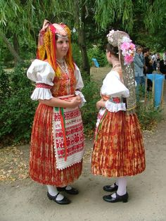 Őrhalom Folk Clothing, Vintage Clothing, Vintage Outfits, Folklore, European Costumes, Costumes Around The World, Hungarian Embroidery, Folk Dance, Folk Costume
