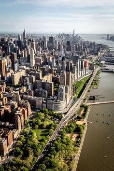 Tour America offer excellent value New York holidays. Trips to New York are action packed and exciting. Our NYC experts make booking New York easy. New York From Above, Photo New York, Ville New York, Voyage New York, I Love Nyc, Dream City, Concrete Jungle, Belle Photo, Empire State Building