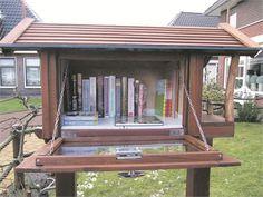 Wervershoof - In de voortuin van de familie Kooij aan de Kalverstraat 25b in Wervershoof staat sinds kort een Little Free Library, te vinden onder nummer 22158 op de wereldkaart van littlefreelibra...