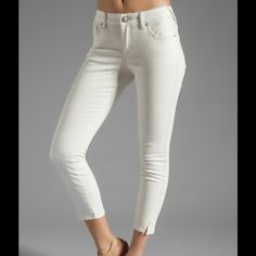 NWT Free People Skinny Stretch Crop Jeans A subtle herringbone pattern lends a lightly textured look to a pair of cropped, 5 pocket skinny jeans. Curved side seams end in slits for a smooth fit, and gentle wear lightens the edge. Single button closure and zip fly. Comment with any questions :) Free People Pants
