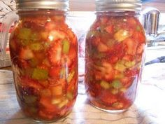strawberry rhubarb filling - canning recipe. make a jar and give with a pie plate for a cute shower or housewarming gift.