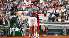 L'abbraccio di Djokovic a Cecchinato (Roland Garros 2018)