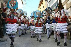 El entroido, carnaval tradicional de Galicia Mardi Gras, Famous People, Little Girls, Fair Grounds, Culture, Bucket, Europe, Internet, Tv