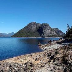 TULLAH LAKESIDE LODGE Set right on the banks of beautiful Lake Rosebery in Tasmania's north-west, Tullah Lakeside Lodge provides an ideal escape from the hustle and bustle of busy city life.