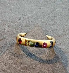 Polly+Wales+Slim+Crystal+Harlequin+Ring+-+Polly's+innovative+process+involves+an+array+of+gemstones+placed+in+precious+metals+that+create+a+slightly+unpredictable+outcome+with+a+rough+luxe.Metal:+18K+goldStones:+Multi+colored+sapphiresBand:+4mmSize:+6+1/2