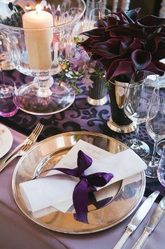 A silk purple bow and gold charger plate make for one royal color combination.: