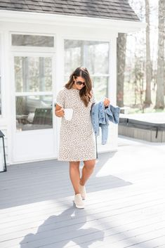 Dress outfit Style Blog, Mom Style, Fashion Over 40, Look Fashion, Everyday Look, Everyday Fashion, Animal Print Dresses, Mom Outfits, Trending Now