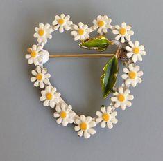 Vintage heart In daisies brooch #jewelryvintage