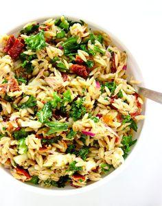 Włoska sałatka z tuńczykiem i makaronem orzo | Słodkie Gotowanie Salad Recipes, Diet Recipes, Cooking Recipes, Healthy Recipes, Big Meals, Italian Recipes, Good Food, Food Porn, Food And Drink