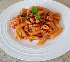 Turkey mince pasta with a Spanish sauce 450g of fresh Turkey mince I red pepper diced 4 mushrooms diced 1 has of chicken tonight Spanish sauce I 400g packet of pasta of your choice Method. Fry Turkey mince in a little oil until golden Add mushrooms and pepper Fry for couple of minutes then add sauce and a little water Cover and simmer for 15 minutes