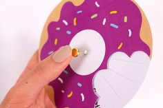 Anniversary particular workshop with this invitation card formed donuts. Obtain the template free of charge! Diy Invitations, Invitation Cards, Boy Birthday, Birthday Gifts, Diy Donuts, Donut Party, Handmade Birthday Cards, Diy Party, First Birthdays