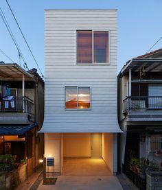 ninkipen! gandare house in osaka, japan