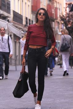 Crop top with red and black stripes + black skinny jeans + sunglasses + white running shoes - LA COOL & CHIC