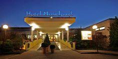 Hotel-Moselpark-Eingang-Nacht-Wellness-Hallenbad-Tanzen-Bernkastel-Kues_152x69.jpg