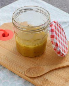 Dressing maken doe je eenvoudig snel. Lees hier verder hoe je deze heerlijke honing-mosterddressing maakt!
