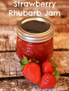 If you like Strawberries & Rhubarb, then you've got to check out this super yummy Strawberry Rhubarb Jam Recipe! Perfect on toast, french toast or waffles! Rhubarb Freezer Jam, Rhubarb Preserves, Rhubarb Jelly, Freezer Jam Recipes, Jelly Recipes, Bath Recipes, Fruit Recipes, Strawberry Rhubarb Recipes, Rhubarb Jam Recipes Easy