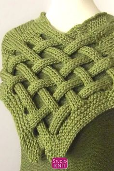 Love this Braided Celtic Knot Scarf Knitting Pattern. Enjoy easy knit and purl combinations in this interwoven design. Get full written pattern and video tutorial by Studio Knit. Infinity Scarf Knitting Pattern, Cardigan Au Crochet, Easy Knitting Patterns, Knitting Projects, Stitch Patterns, Crochet Patterns, Knitting Gauge, Baby Knitting, Scarf Knots