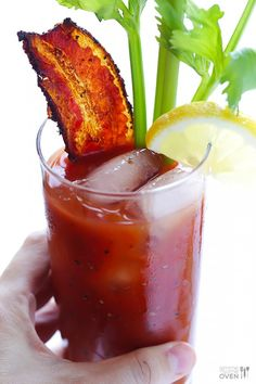 Peppered Bacon Bloody Mary -- everything's better with bacon, right?   gimmesomeoven.com #cocktail #drink