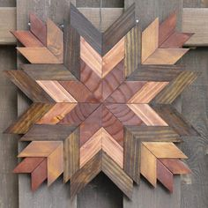#woodcraftprojects #smallwoodcrafts Reclaimed Wood Wall Art, Wooden Wall Art, Wood Art, Barn Quilt Designs, Barn Quilt Patterns, Wooden Crafts, Pallet Crafts, Woodworking Projects Diy, Wood Projects