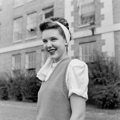 Atlanta Teenagers  1947 Old Pictures, Old Photos, Vintage Photos, Vintage Black, Retro Vintage, Gatsby Hair, 1940's Fashion, Southern Women, Headscarves