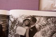http://www.chemanaranjo.com/el-libro-de-marta-e-isaac-suave-seda-de-ciruela/    Libro-de-arte-en-bodas--19