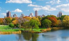 #CentralPark on keidas keskellä vilkasta Manhattania. Lampien ja viheralueiden täyttämä puisto sopii esimerkiksi piknik-hetkiin, souteluun ja lenkkeilyyn. #NYC #Aurinkomatkat.