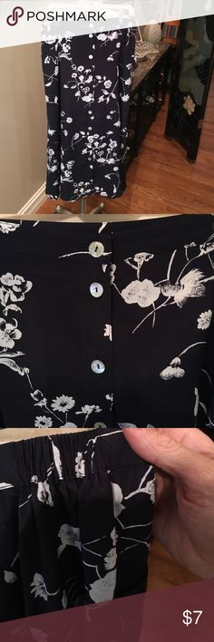 Sz 18W skirt w/ mother of Pearl buttons. This sz 18W skirt has a 34-38 waist. It buttons up the front and is 35 inches long. CCF woman Skirts Maxi