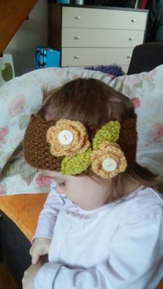 Crochet babygirl headband with leafs and flowers