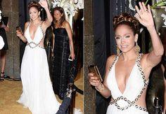 Moda Greco-Romana: Jennifer Lopez em evento.